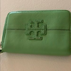 Tory Burch Leather Stacked T Fiji Wristlet